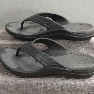Crocs woman's 10, men's 8 flip flop